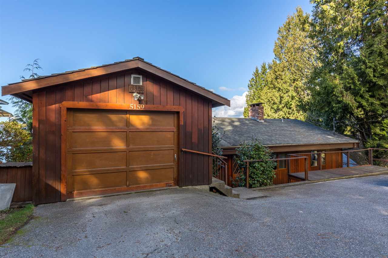 "Photo 3: Photos: 5159A&B SUNSHINE COAST Highway in Sechelt: Sechelt District House for sale in ""SELMA PARK"" (Sunshine Coast)  : MLS® # R2148646"