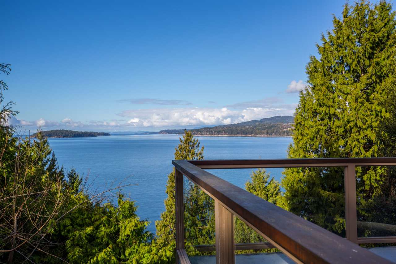 "Photo 2: Photos: 5159A&B SUNSHINE COAST Highway in Sechelt: Sechelt District House for sale in ""SELMA PARK"" (Sunshine Coast)  : MLS® # R2148646"