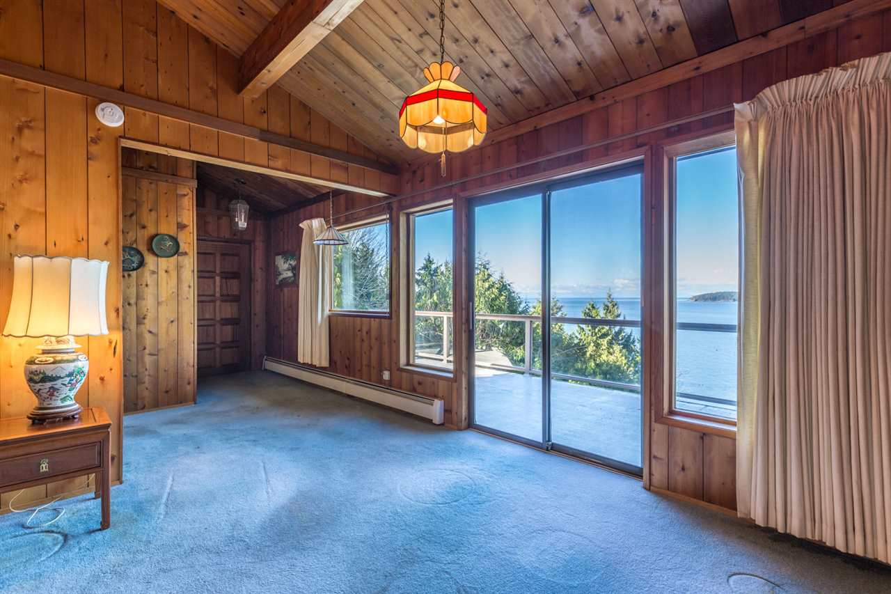 "Photo 9: Photos: 5159A&B SUNSHINE COAST Highway in Sechelt: Sechelt District House for sale in ""SELMA PARK"" (Sunshine Coast)  : MLS® # R2148646"