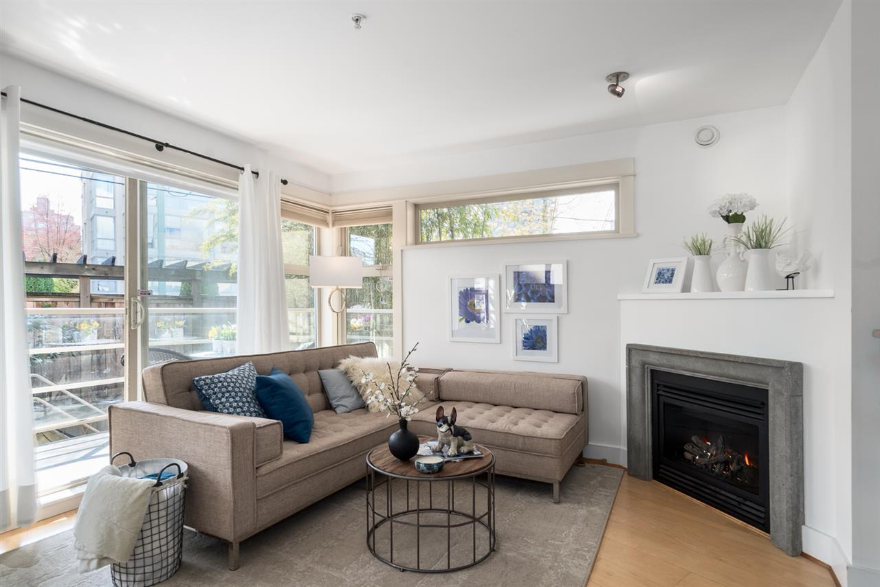 "Main Photo: 202 1586 W 11TH Avenue in Vancouver: Fairview VW Condo for sale in ""Torrey Pines"" (Vancouver West)  : MLS®# R2252699"