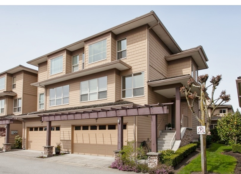 "Main Photo: 5 16655 64 Avenue in Surrey: Cloverdale BC Townhouse for sale in ""RIDGEWOOD ESTATES"" (Cloverdale)  : MLS®# R2258285"
