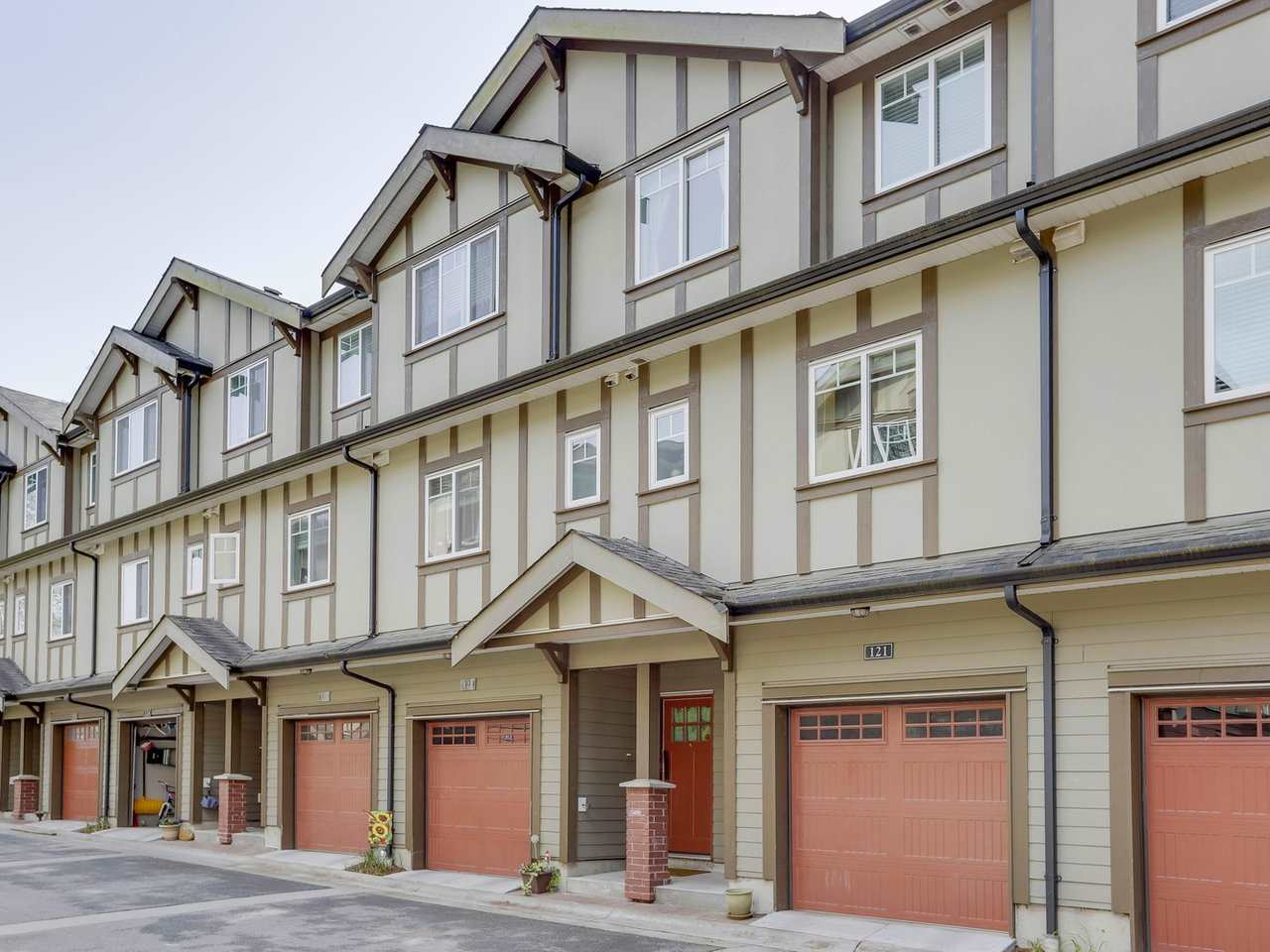 "Main Photo: 121 3333 DEWDNEY TRUNK Road in Port Moody: Port Moody Centre Townhouse for sale in ""Centre Point"" : MLS®# R2259751"