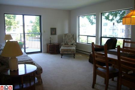 Photo 4: # 211 14950 THRIFT AV in White Rock: Condo for sale : MLS® # F1021085
