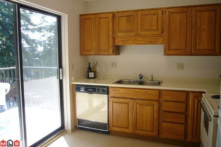 Photo 3: # 211 14950 THRIFT AV in White Rock: Condo for sale : MLS® # F1021085
