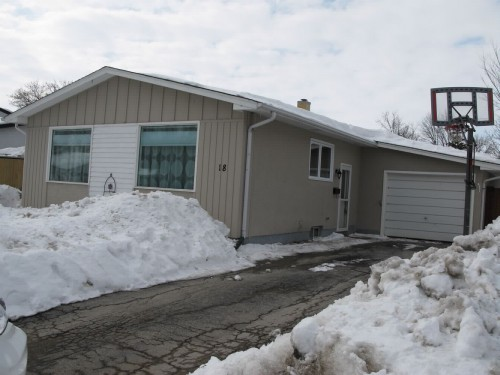 Main Photo: 18 Cullen Drive in Winnipeg: Westdale Residential for sale (West Winnipeg)  : MLS® # 1305009