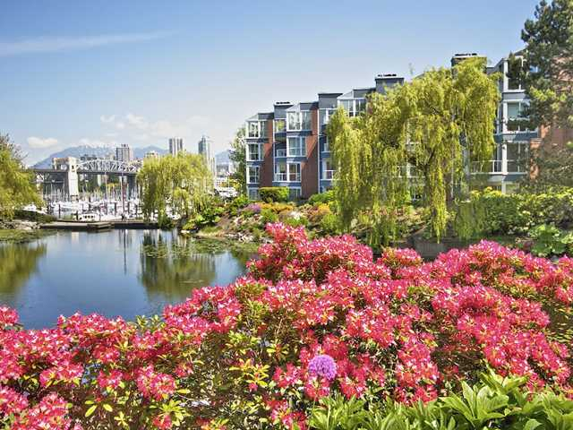 Main Photo: 201 1502 ISLAND PARK Walk in Vancouver: False Creek Condo for sale (Vancouver West)  : MLS® # V990372