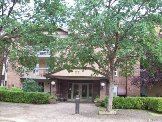 Main Photo: 77 Swindon Way in WINNIPEG: River Heights / Tuxedo / Linden Woods Condominium for sale (South Winnipeg)  : MLS® # 1504181