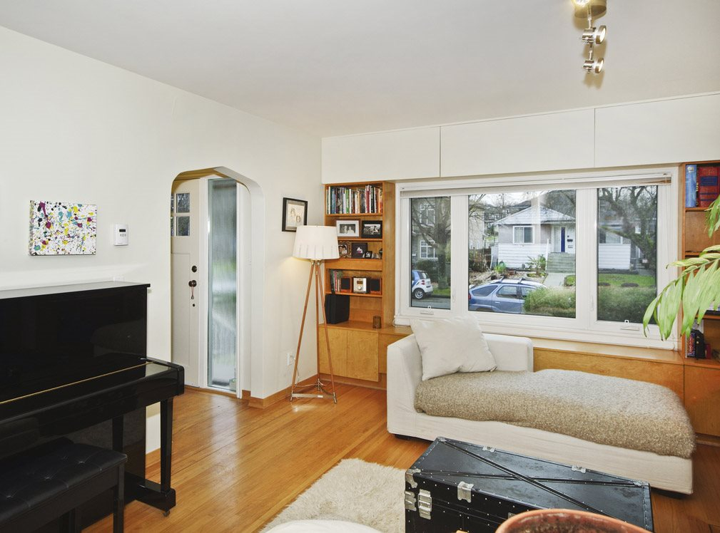 Photo 3: 2507 E 17TH Avenue in Vancouver: Renfrew Heights House for sale (Vancouver East)  : MLS(r) # R2032304