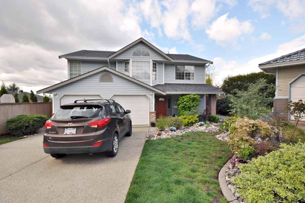 "Main Photo: 3925 WATERTON Crescent in Abbotsford: Abbotsford East House for sale in ""Sandyhill"" : MLS®# R2052905"