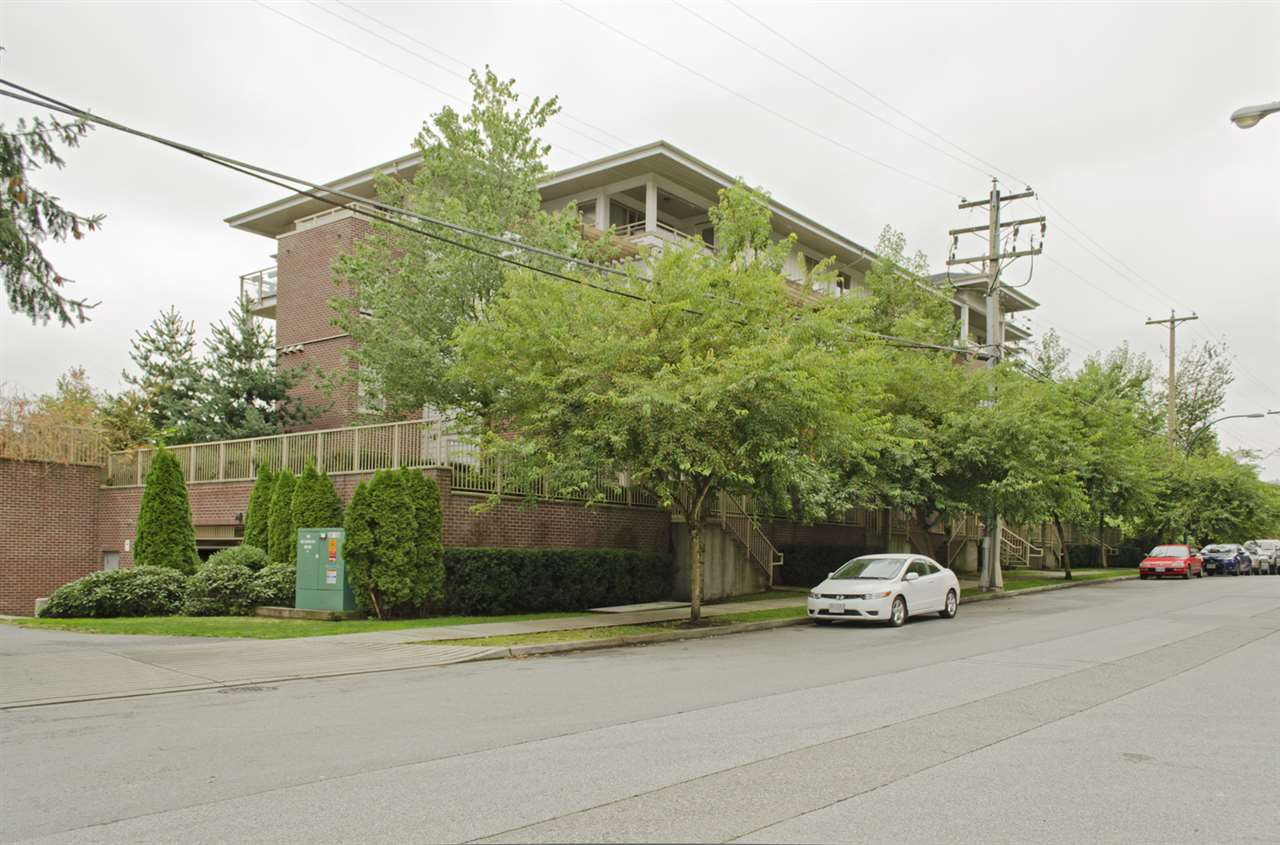 "Main Photo: 304 2228 WELCHER Avenue in Port Coquitlam: Central Pt Coquitlam Condo for sale in ""STATION HILL"" : MLS®# R2106526"