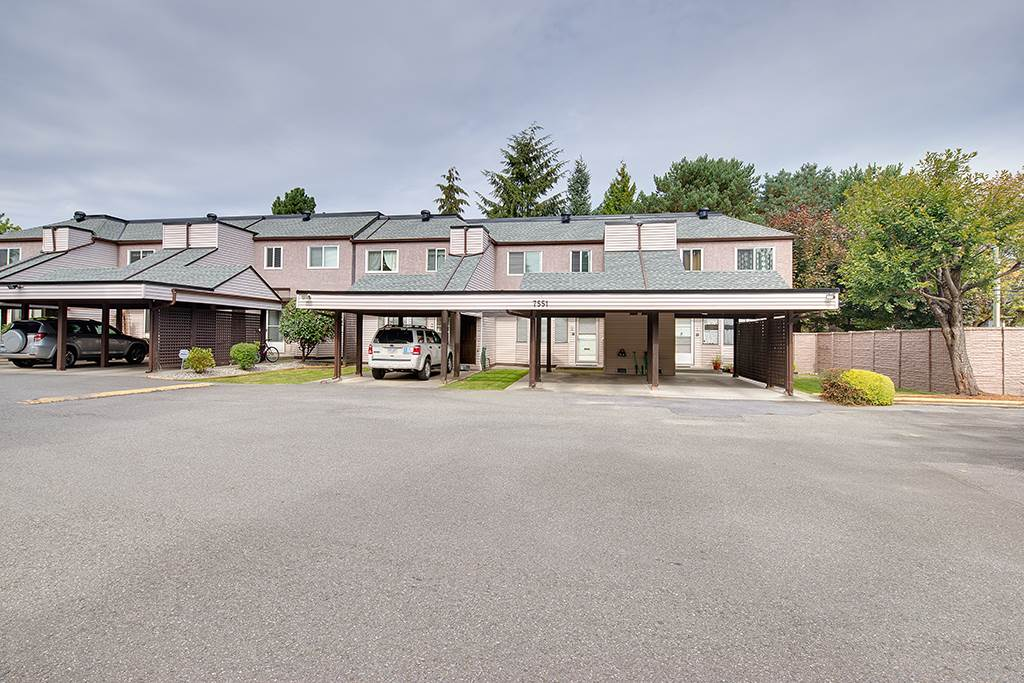 "Main Photo: 2 7551 140 Street in Surrey: East Newton Townhouse for sale in ""GLENVIEW ESTATES"" : MLS® # R2110200"