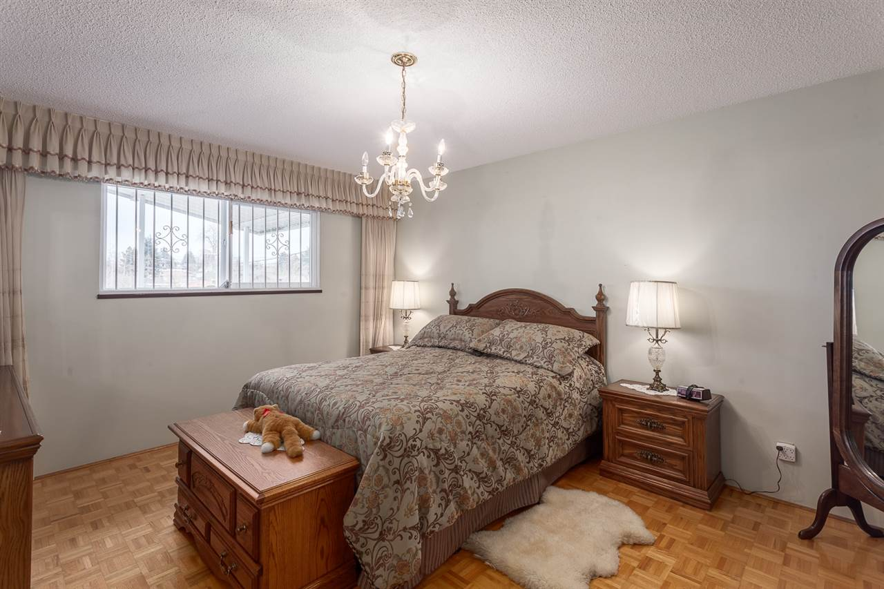 Photo 10: 5442 KILLARNEY Street in Vancouver: Collingwood VE House for sale (Vancouver East)  : MLS® # R2135257