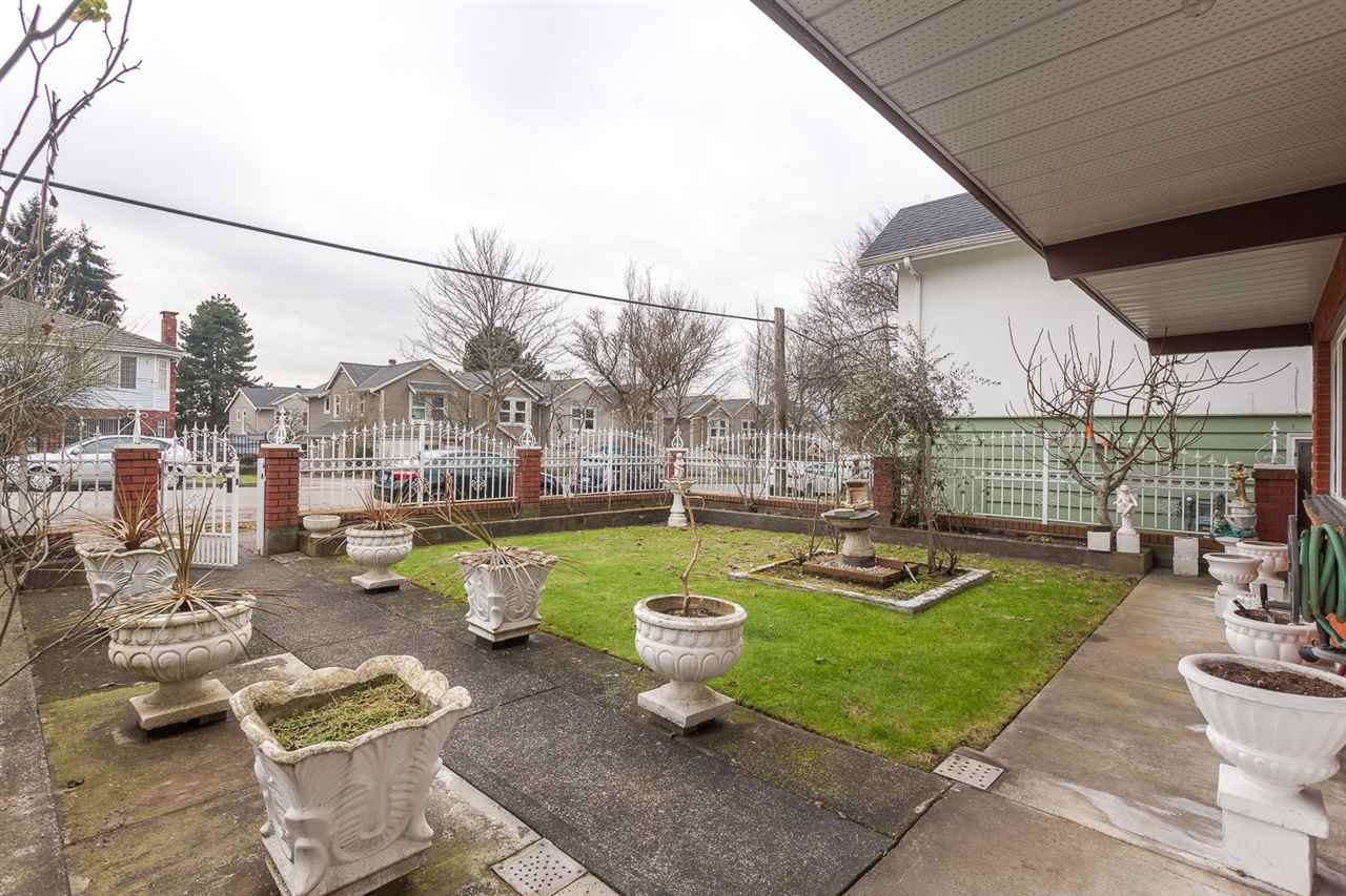Photo 2: 5442 KILLARNEY Street in Vancouver: Collingwood VE House for sale (Vancouver East)  : MLS® # R2135257