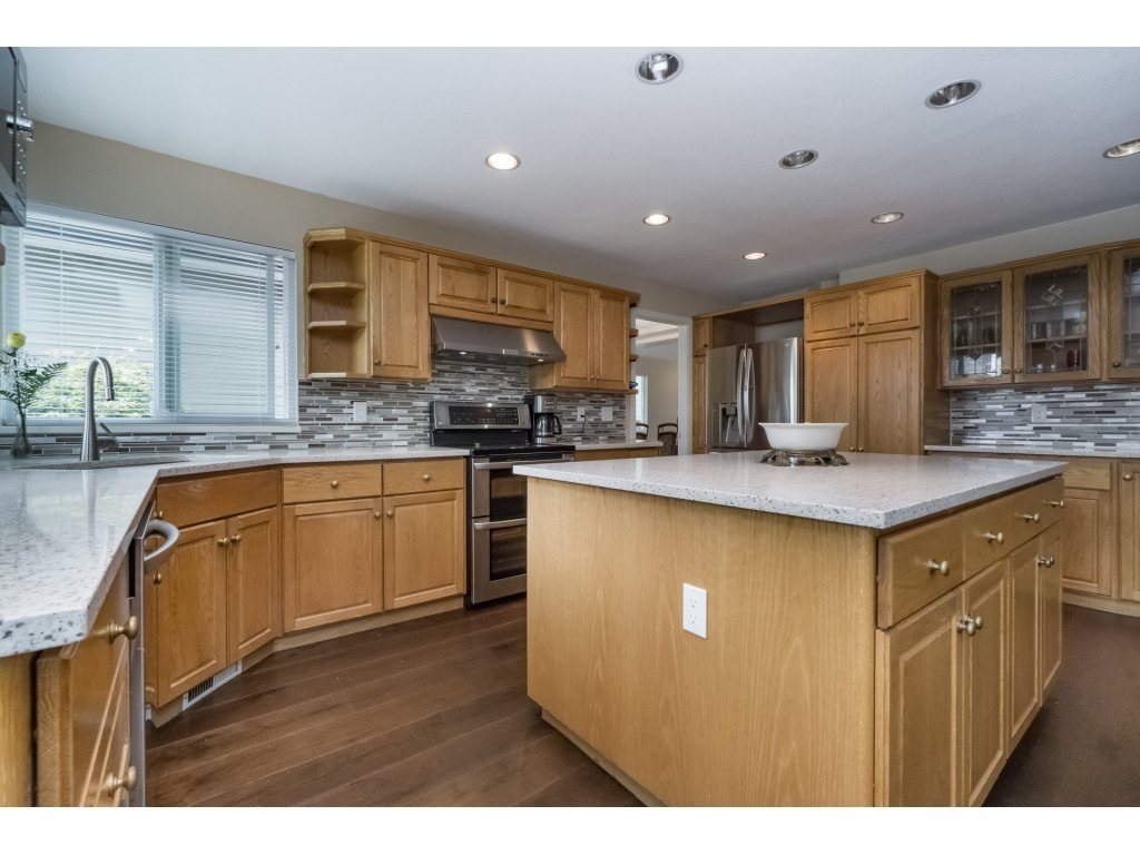 Photo 7: 1048 GROVER Avenue in Coquitlam: Central Coquitlam House for sale : MLS(r) # R2177375