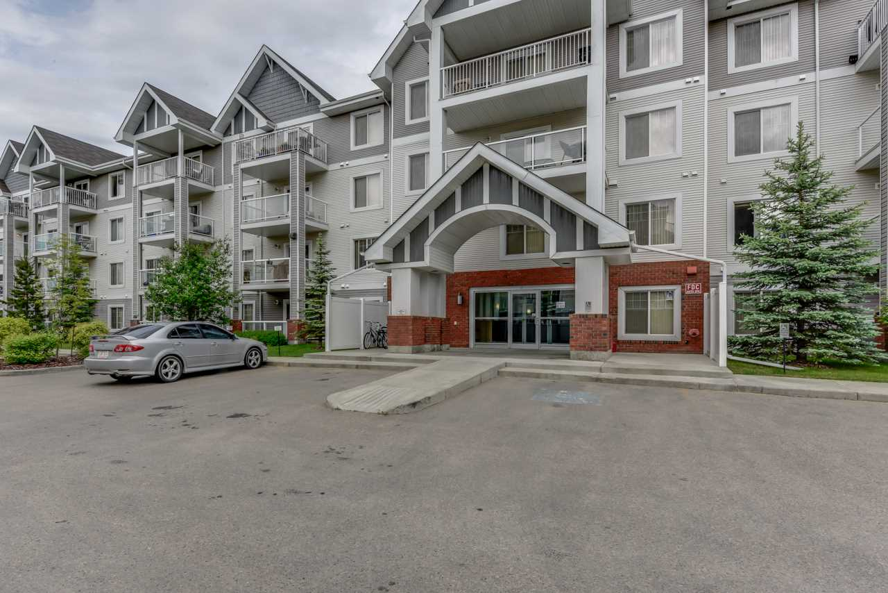 Main Photo:  in Edmonton: Zone 27 Condo for sale : MLS(r) # E4069099