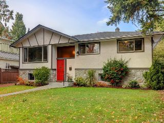 Main Photo: 643 Belton Avenue in VICTORIA: VW Victoria West Single Family Detached for sale (Victoria West)  : MLS® # 384490