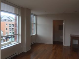 "Main Photo: 419 2268 W BROADWAY in Vancouver: Kitsilano Condo for sale in ""THE VINE"" (Vancouver West)  : MLS®# R2297450"