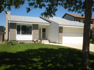 Main Photo: 103 QUEENSBURY Bay in WINNIPEG: St Vital Residential for sale (South East Winnipeg)  : MLS(r) # 1112203
