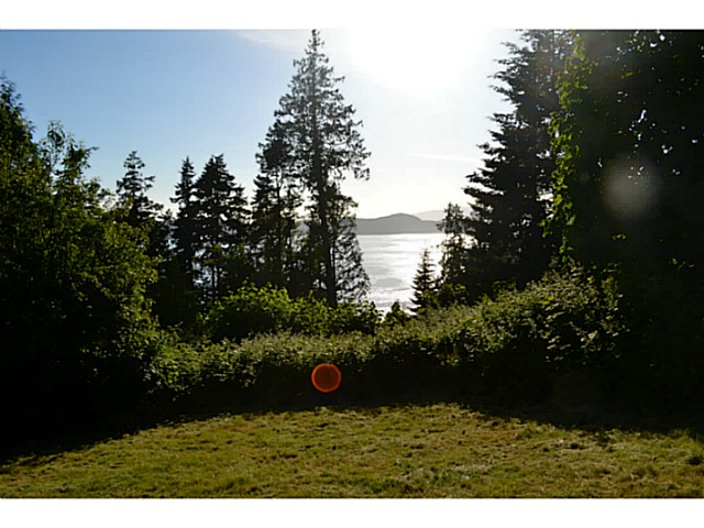 Photo 4: Photos: 8536 REDROOFFS Road in Halfmoon Bay: Halfmn Bay Secret Cv Redroofs House for sale (Sunshine Coast)  : MLS®# V1068424