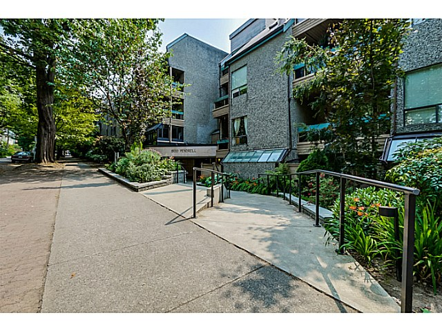 "Main Photo: 410 1500 PENDRELL Street in Vancouver: West End VW Condo for sale in ""PENDRELL MEWS"" (Vancouver West)  : MLS® # V1134010"