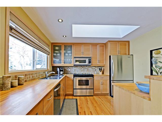 Photo 2: 5924 LEWIS Drive SW in Calgary: Lakeview House for sale : MLS® # C4040273