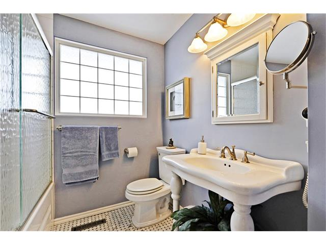 Photo 14: 5924 LEWIS Drive SW in Calgary: Lakeview House for sale : MLS® # C4040273