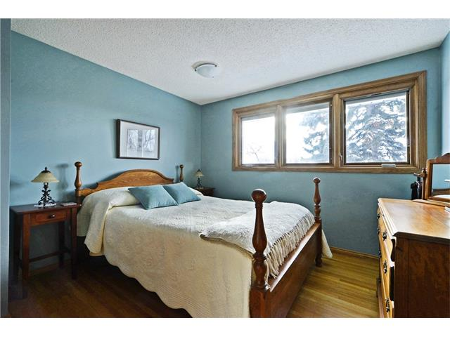 Photo 11: 5924 LEWIS Drive SW in Calgary: Lakeview House for sale : MLS® # C4040273