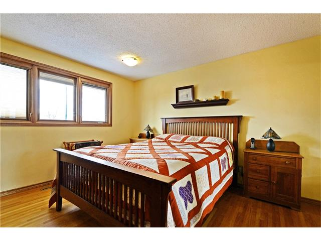Photo 12: 5924 LEWIS Drive SW in Calgary: Lakeview House for sale : MLS® # C4040273
