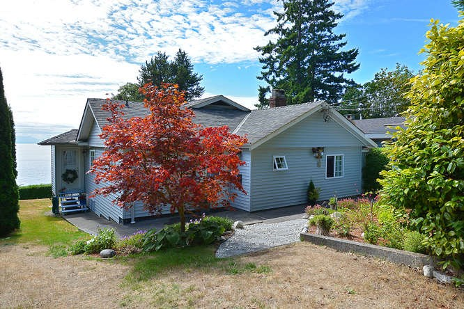 Photo 1: Photos: 2739 LOWER Road: Roberts Creek House for sale (Sunshine Coast)  : MLS® # R2028833