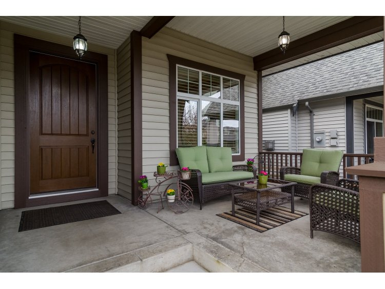 Photo 2: 21082 83B Avenue in Langley: Willoughby Heights House for sale : MLS(r) # R2038203