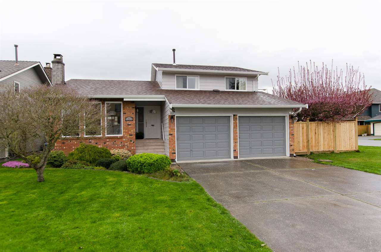 "Main Photo: 5263 BENTLEY Court in Delta: Hawthorne House for sale in ""VICTORY SOUTH"" (Ladner)  : MLS® # R2048434"