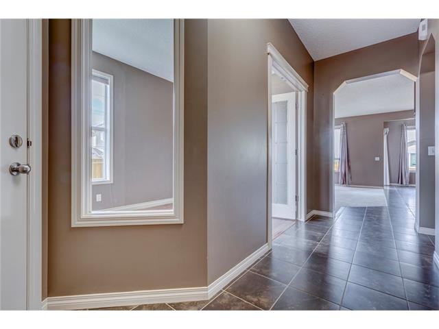 Photo 2: 172 EVERWOODS Green SW in Calgary: Evergreen House for sale : MLS® # C4073885