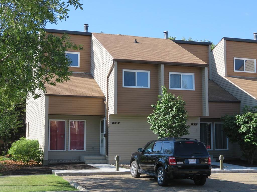 Main Photo:  in Edmonton: Zone 16 Townhouse for sale : MLS(r) # E4045066