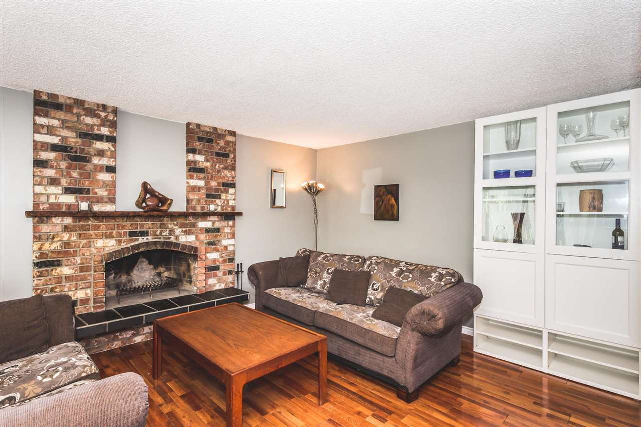 Photo 2: 2821 ST. CATHERINE Street in Port Coquitlam: Glenwood PQ House for sale : MLS(r) # R2170295