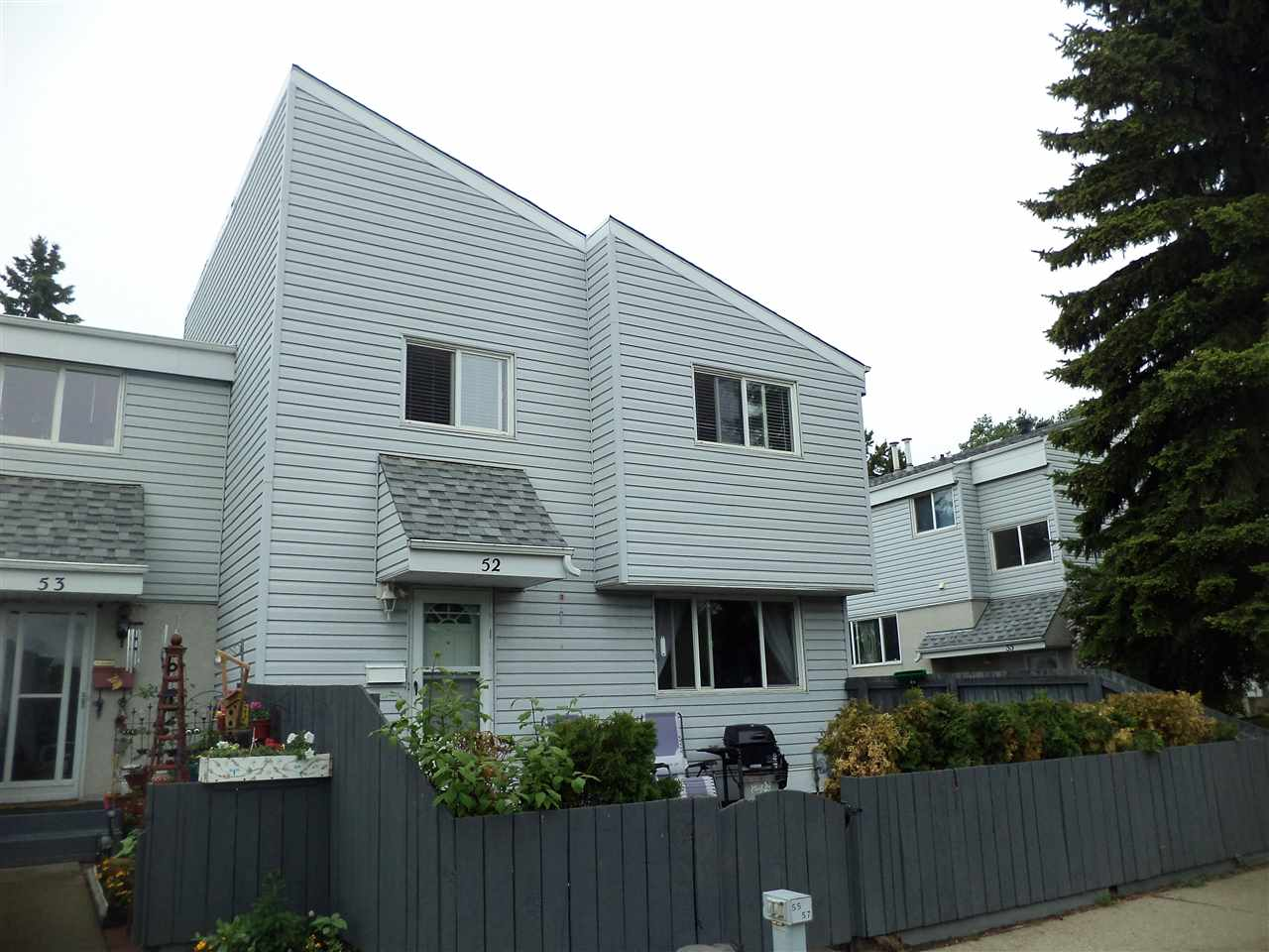 Main Photo: 52 MCLEOD Place in Edmonton: Zone 02 Townhouse for sale : MLS(r) # E4067268
