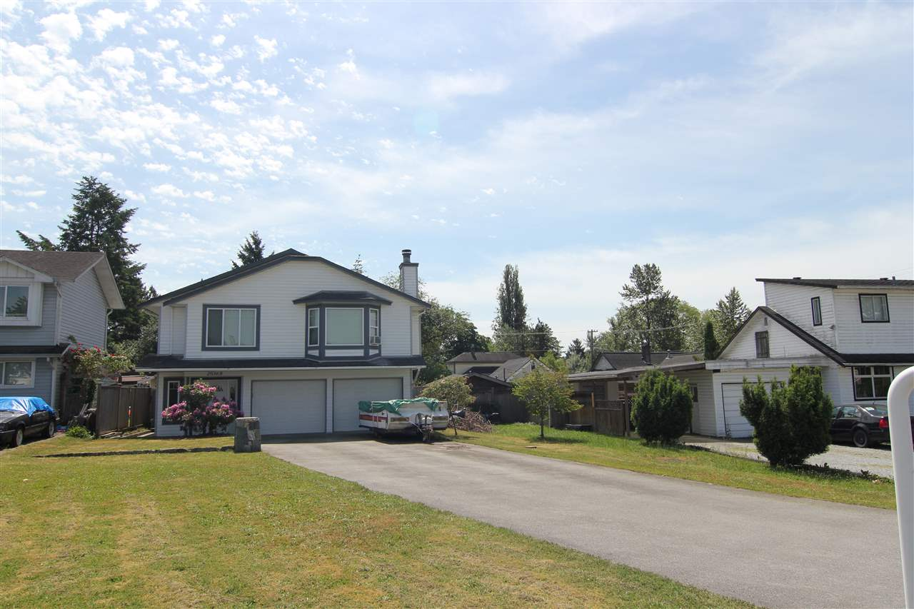 Main Photo: 20368 115 Avenue in Maple Ridge: Southwest Maple Ridge House for sale : MLS® # R2174452