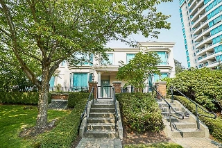 Main Photo: 5 6611 SOUTHOAKS Crescent in Burnaby: Highgate Townhouse for sale (Burnaby South)  : MLS® # R2195482