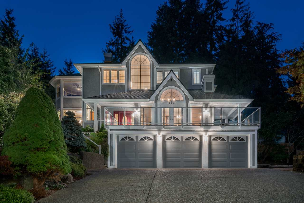 "Main Photo: 571 CLEARWATER Way in Coquitlam: Coquitlam East House for sale in ""River Heights"" : MLS®# R2215291"