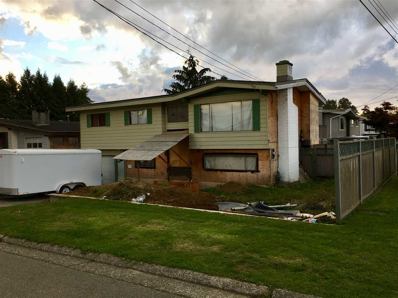 Main Photo: 7465 LARK Street in Mission: Mission BC House for sale : MLS®# R2215961