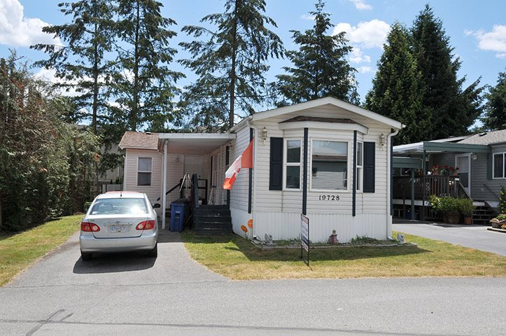 "Main Photo: 19728 POPLAR Place in Pitt Meadows: Central Meadows Manufactured Home for sale in ""MEADOW HIGHLANDS"" : MLS®# R2318087"