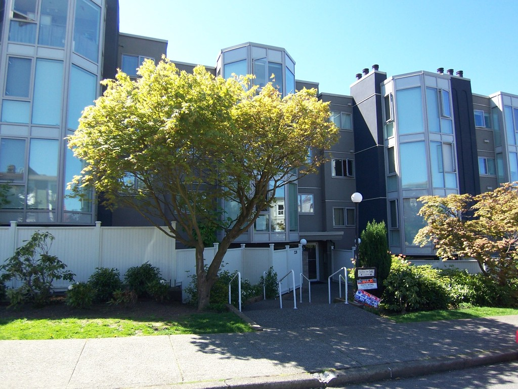 Main Photo: 208 2238 Eton Street in Vancouver: Downtown VE Condo for sale : MLS® # V993138