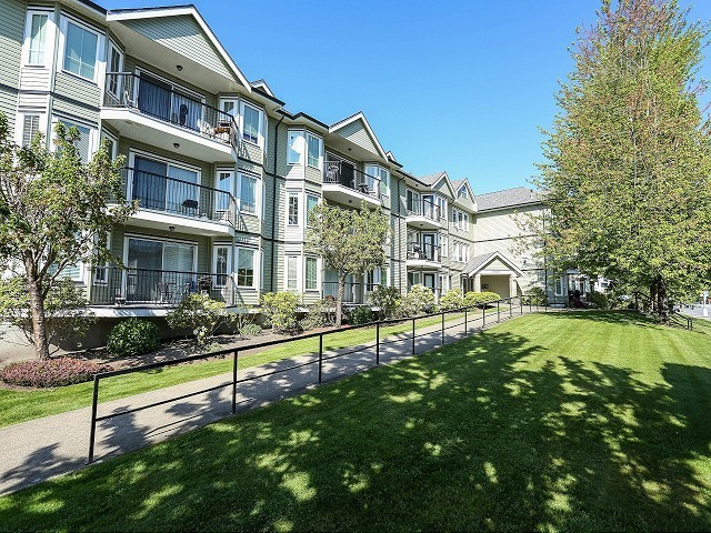 "Main Photo: 101 20881 56TH Avenue in Langley: Langley City Condo for sale in ""ROBERTS COURT"" : MLS®# F1322698"