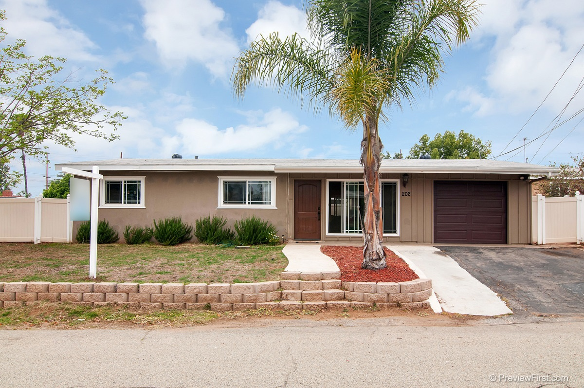 Main Photo: SOUTH ESCONDIDO House for sale : 3 bedrooms : 202 E 14th in Escondido