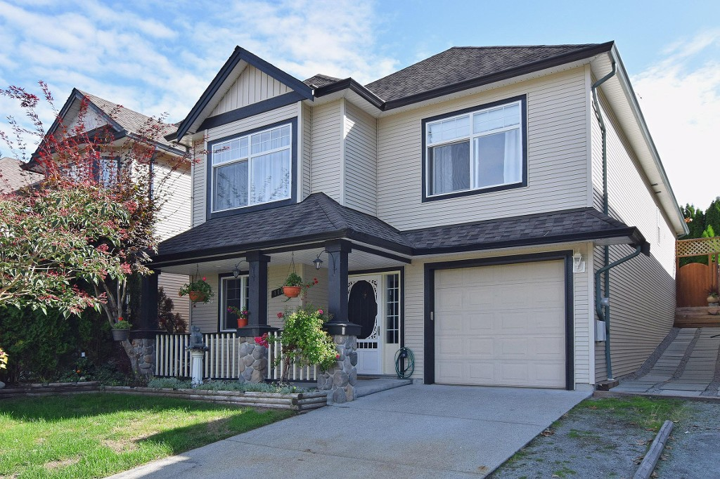 Main Photo: 11488 228 Street in Maple Ridge: East Central House for sale : MLS®# R2028610