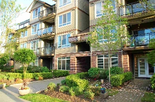 Main Photo: 106 15368 17A Avenue in Surrey: King George Corridor Condo for sale (South Surrey White Rock)  : MLS®# R2062666