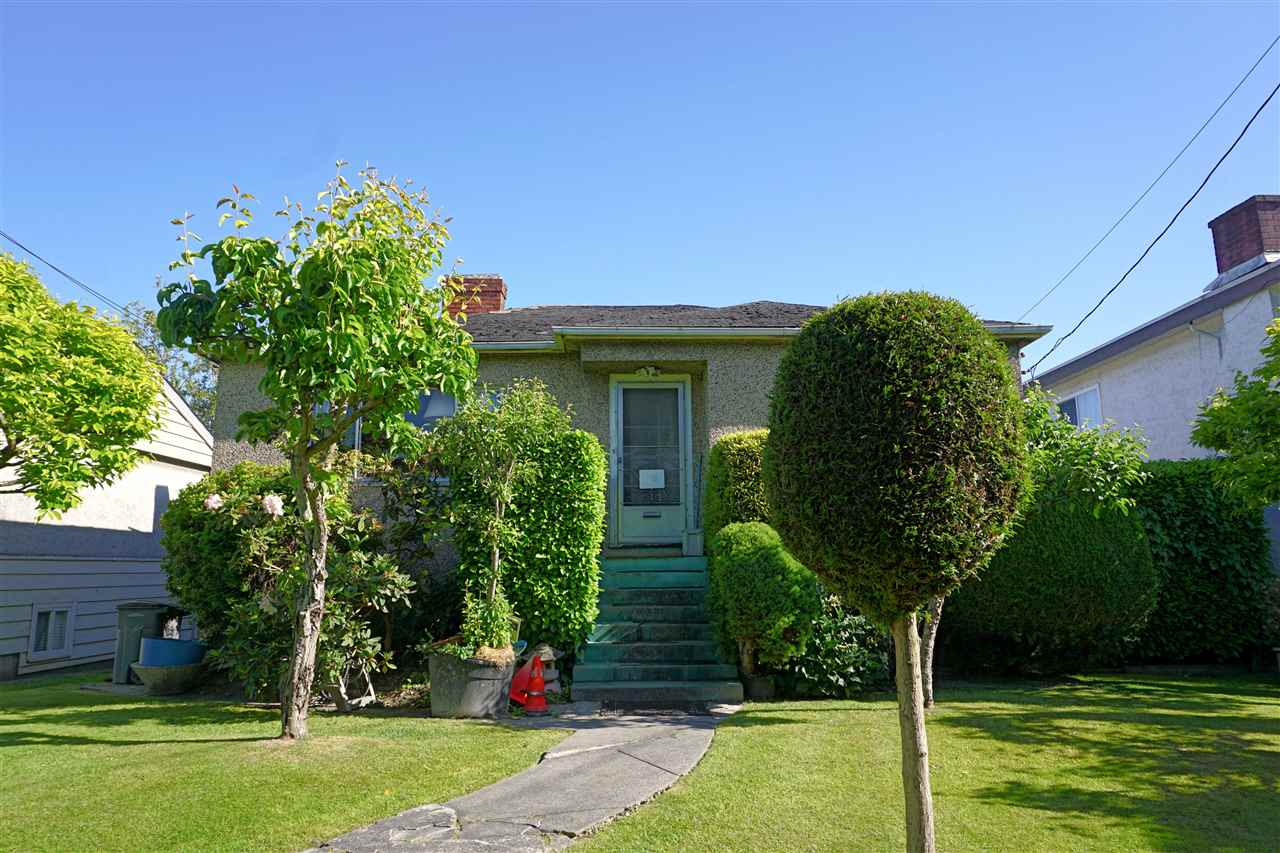 Photo 2: 1427 E 27TH Avenue in Vancouver: Knight Home for sale (Vancouver East)  : MLS® # R2069557