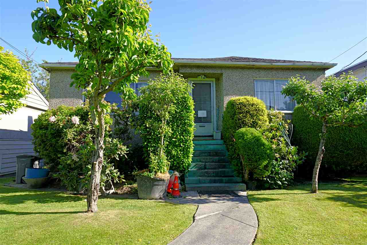 Photo 4: 1427 E 27TH Avenue in Vancouver: Knight Home for sale (Vancouver East)  : MLS® # R2069557
