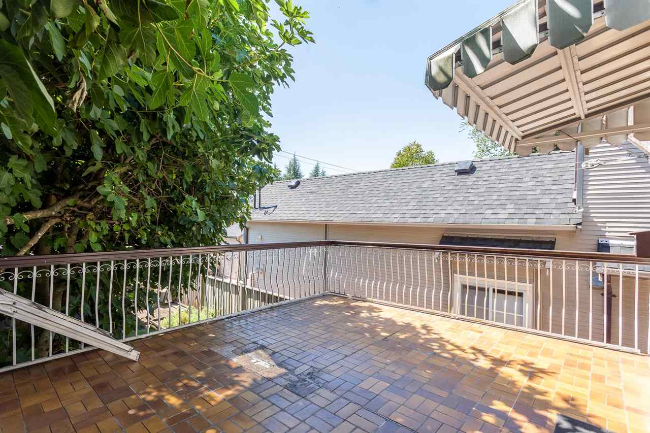 Photo 11: 1546 E 10TH Avenue in Vancouver: Grandview VE House for sale (Vancouver East)  : MLS(r) # R2101358