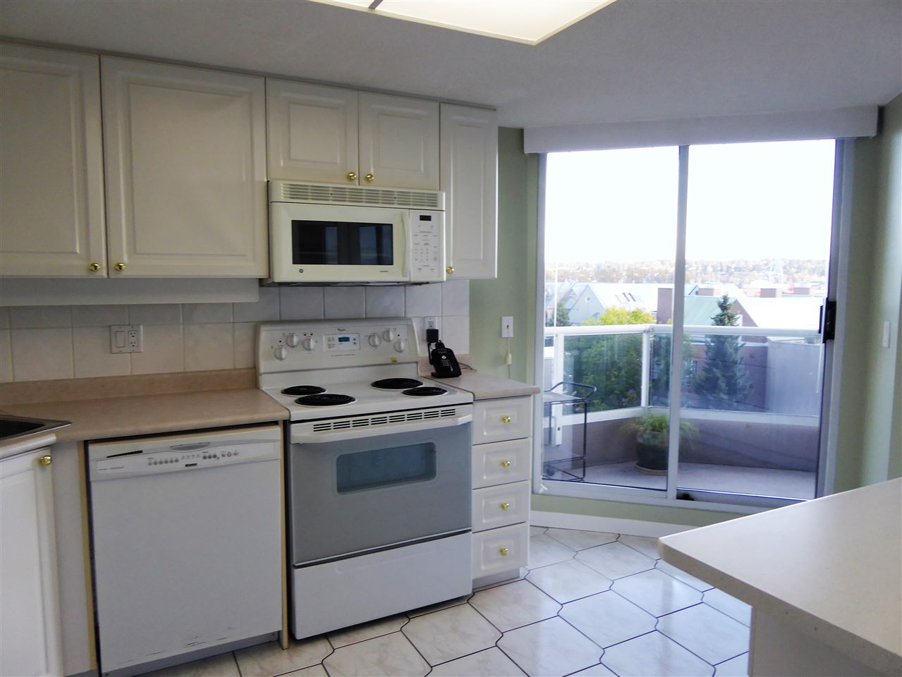 "Photo 9: 701 1185 QUAYSIDE Drive in New Westminster: Quay Condo for sale in ""RIVIERA"" : MLS(r) # R2117245"