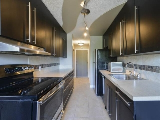 Main Photo: 208 12404 114 Avenue in Edmonton: Zone 07 Condo for sale : MLS(r) # E4048822